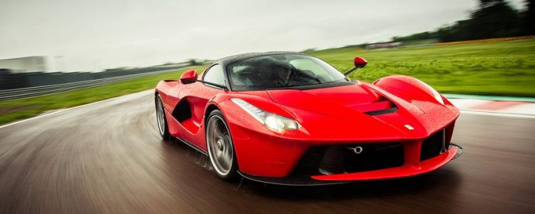 2014-ferrari-laferrari-front-three-quarter-motion-track2