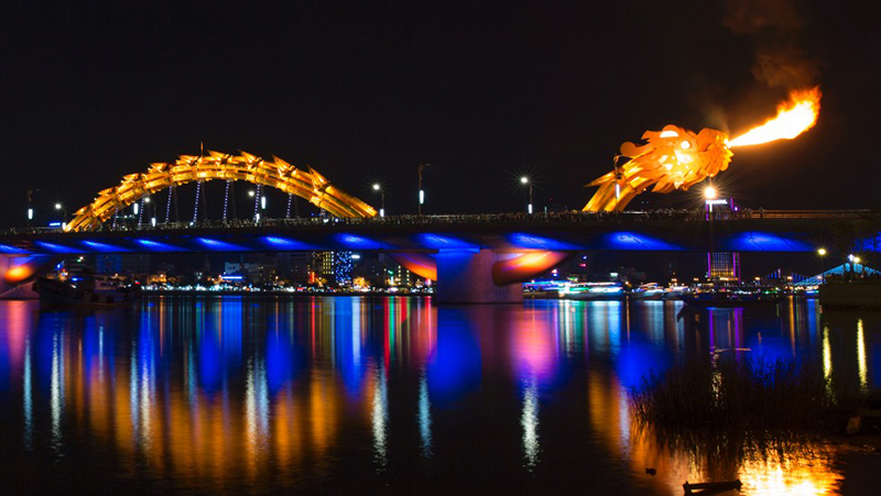 dragon bridge river han da nang vietnam fire breathing