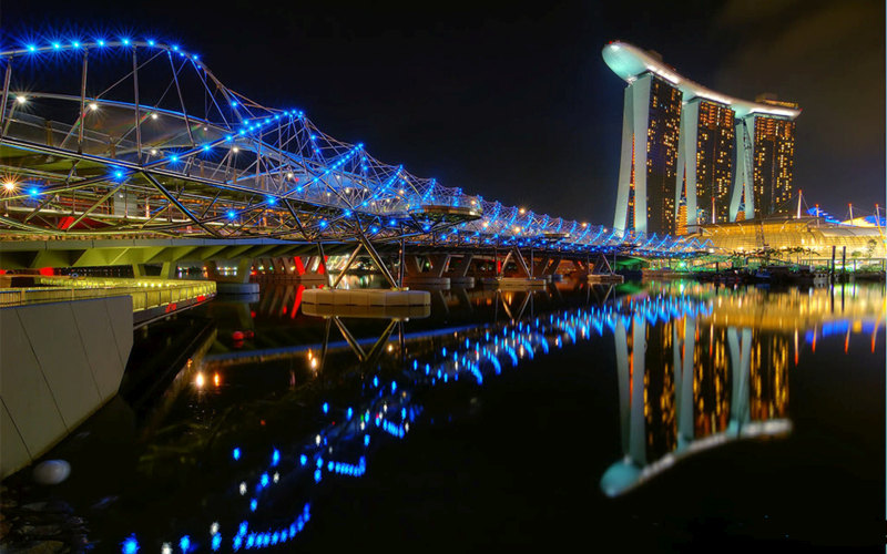 helix bridge marina bay queen elizabeth walk esplanade mall singapore blue