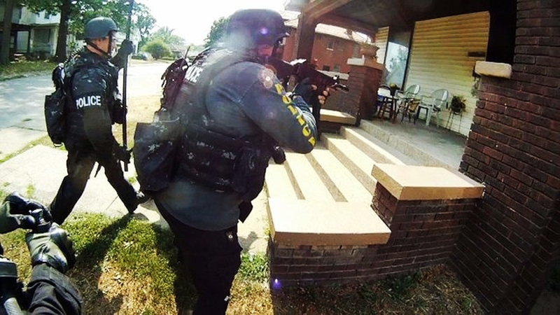 swat-team-raiding-criminal