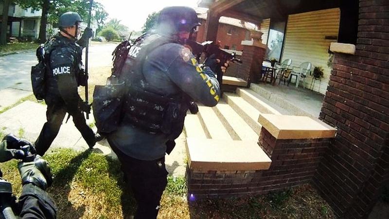 swat-team-raiding-criminal