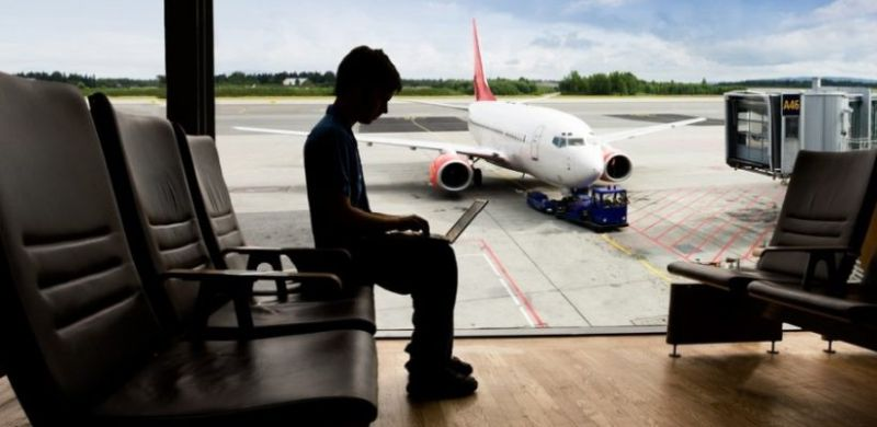 connecting-to-internet-at-airport