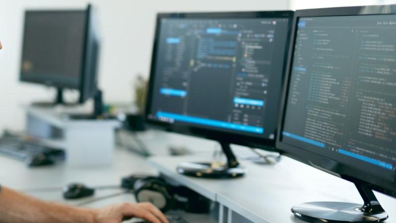 Mac vs PC: Programming